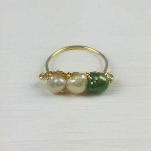 anillo de perla blanca y verde